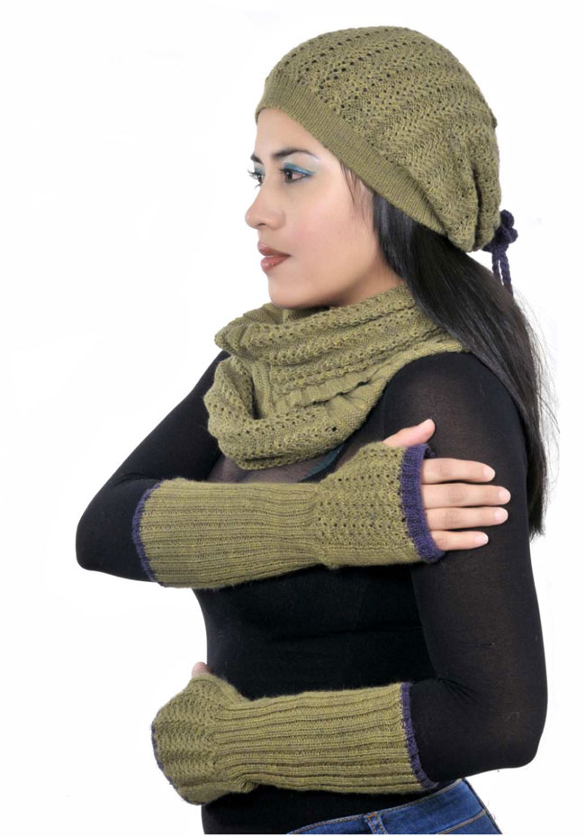 Knitwear: 2014-2015 accessories, gloves, hats, scarves