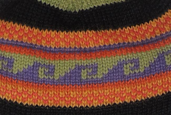 001-31-2013 Peruaanse chullo muts in 100% baby alpaca in bonte kleuren