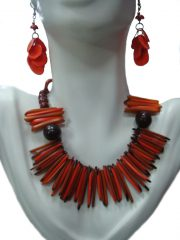 Set necklace & earrings in Taqua