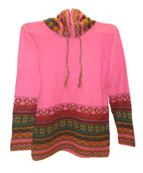 Hooded sweater in alpaca P43 Muru pink.