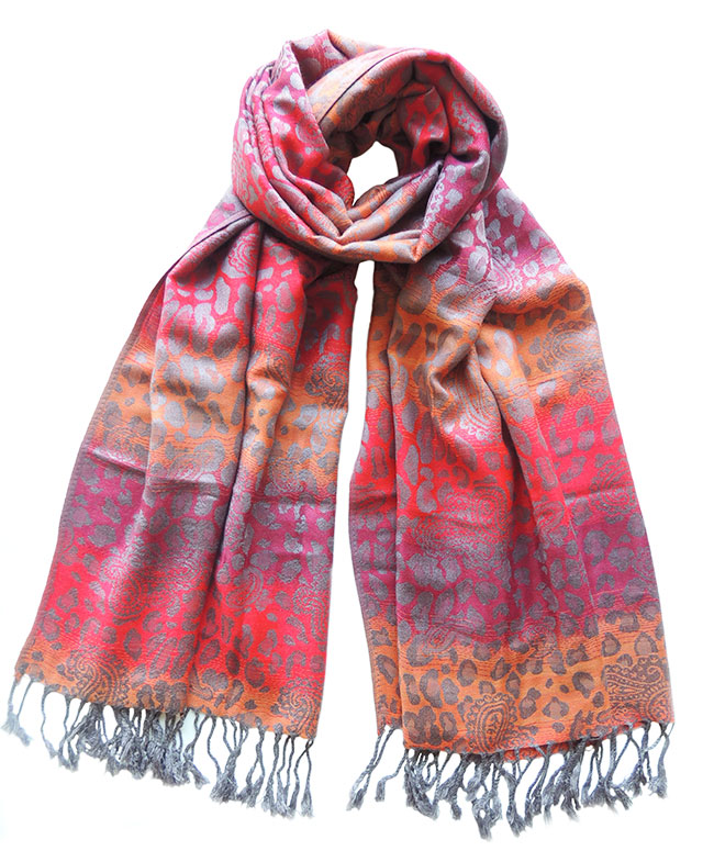 Ladies scarves in a blend of alpaca, cotton and silk.