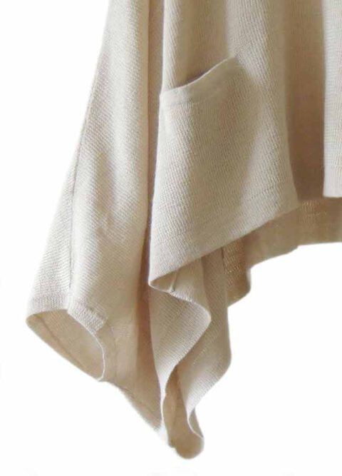 Fine knitted short poncho / cape short model, loose fit in soft baby alpaca with pockets on the front.