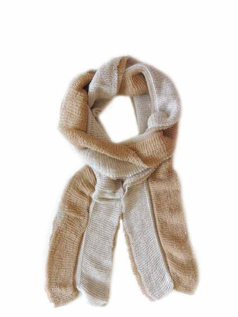 Scarf soft and comfortable, in two colors, beige-camel, implemented in three layers of fine knitted baby alpaca and silk.