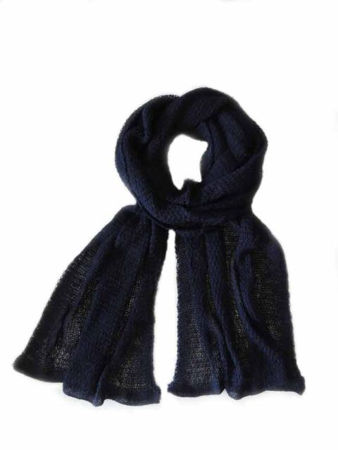 Scarf soft and comfortable, dark blue in baby alpaca.