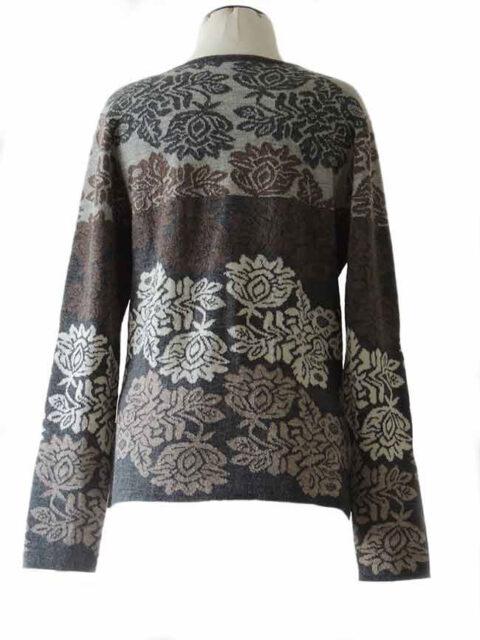 PFL knits: 001-01-2059-01 Vest jacquard gebreid met bloemen patroon, ronde hals en knoopsluiting, baby alpaca