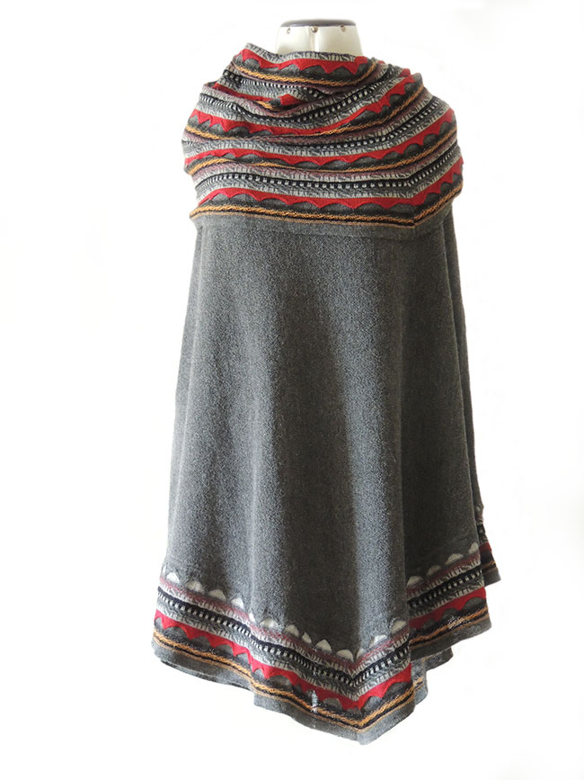 PFL Premium cape Fiona in 100% baby alpaca, grey multi.