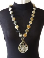 PFL Handmade necklace with round links and pendant in buffalo horn