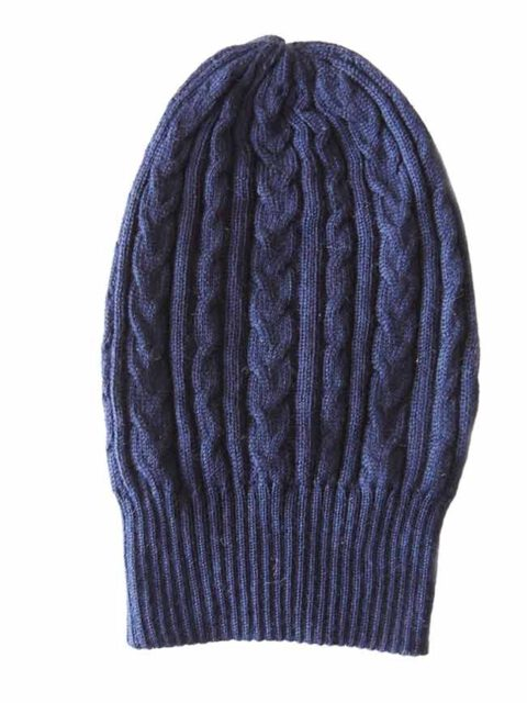 beanie reversible two colors red-blue with cable motif