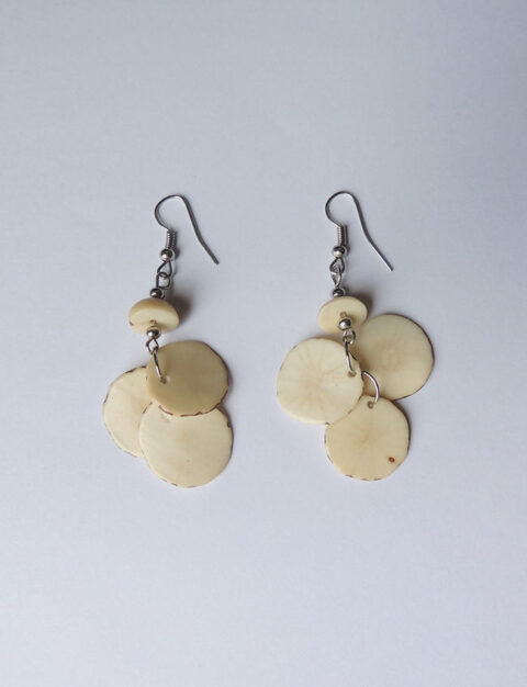 Earrings white in Taqua