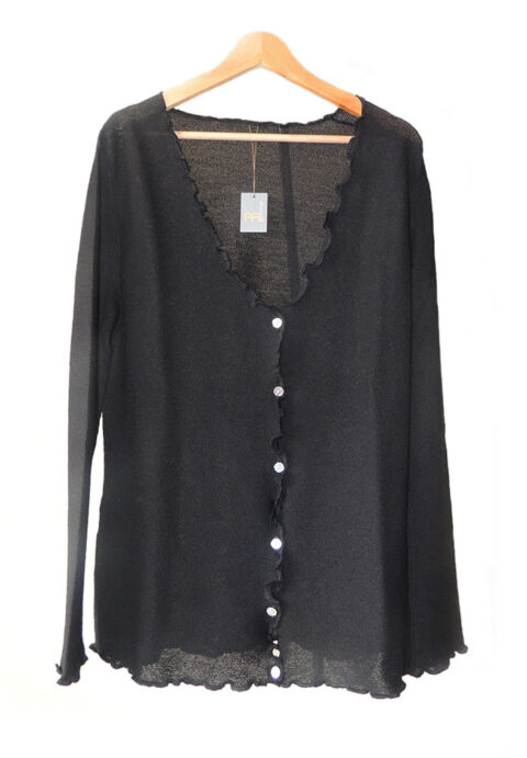 Women's fashion, short cardigan black, in ultra soft baby alpaca, equipped with V-neck, button closure and long sleeves.