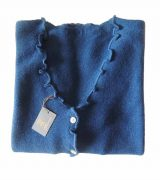 Women's fashion, short cardigan blue, in ultra soft baby alpaca, equipped with V-neck, button closure and long sleeves.