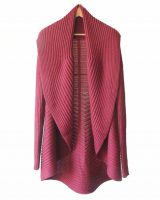 Full knitted open cardigan model Rocio red in a soft alpaca blend.