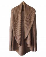 Full knitted open cardigan model Rocio beige in a soft alpaca blend.