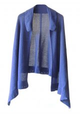 Ruana poncho with lapel collar, open fit.
