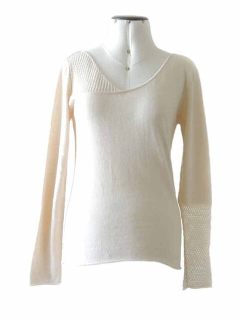 knitted sweater creme with a V neckline in a blend of pima cotton and baby alpaca.