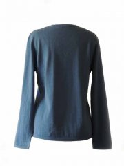 Classic knitted sweater blue with a V neckline in baby alpaca.