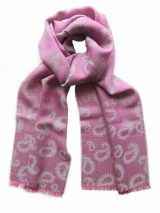 Scarf pink / gry with paisley pattern and short fringes in a blend of baby alpaca and silk.