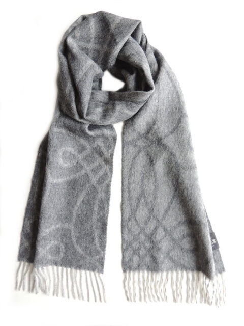 Scarf gray with woven graphic design and fringes made in baby alpaca.
