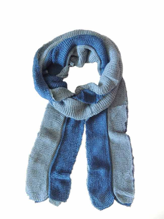 Scarf soft and comfortable, in two colors, blue-turquoise, implemented in three layers of fine knitted baby alpaca and silk.