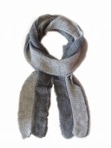 Scarf soft and comfortable, in two colors, grey-dark grey, implemented in three layers of fine knitted baby alpaca and silk.