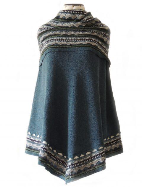 PFL Premium cape Fiona in 100% baby alpaca, jeans blue multi.